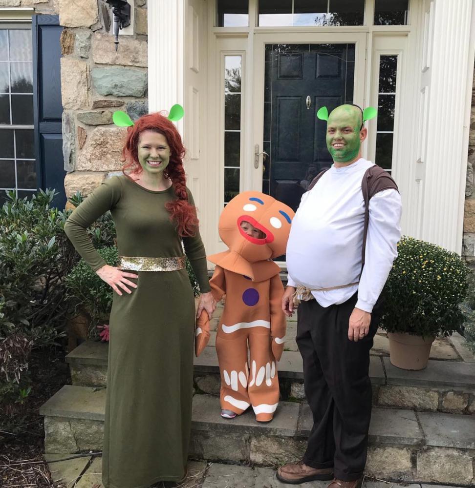 Family dressed in a Shrek costume