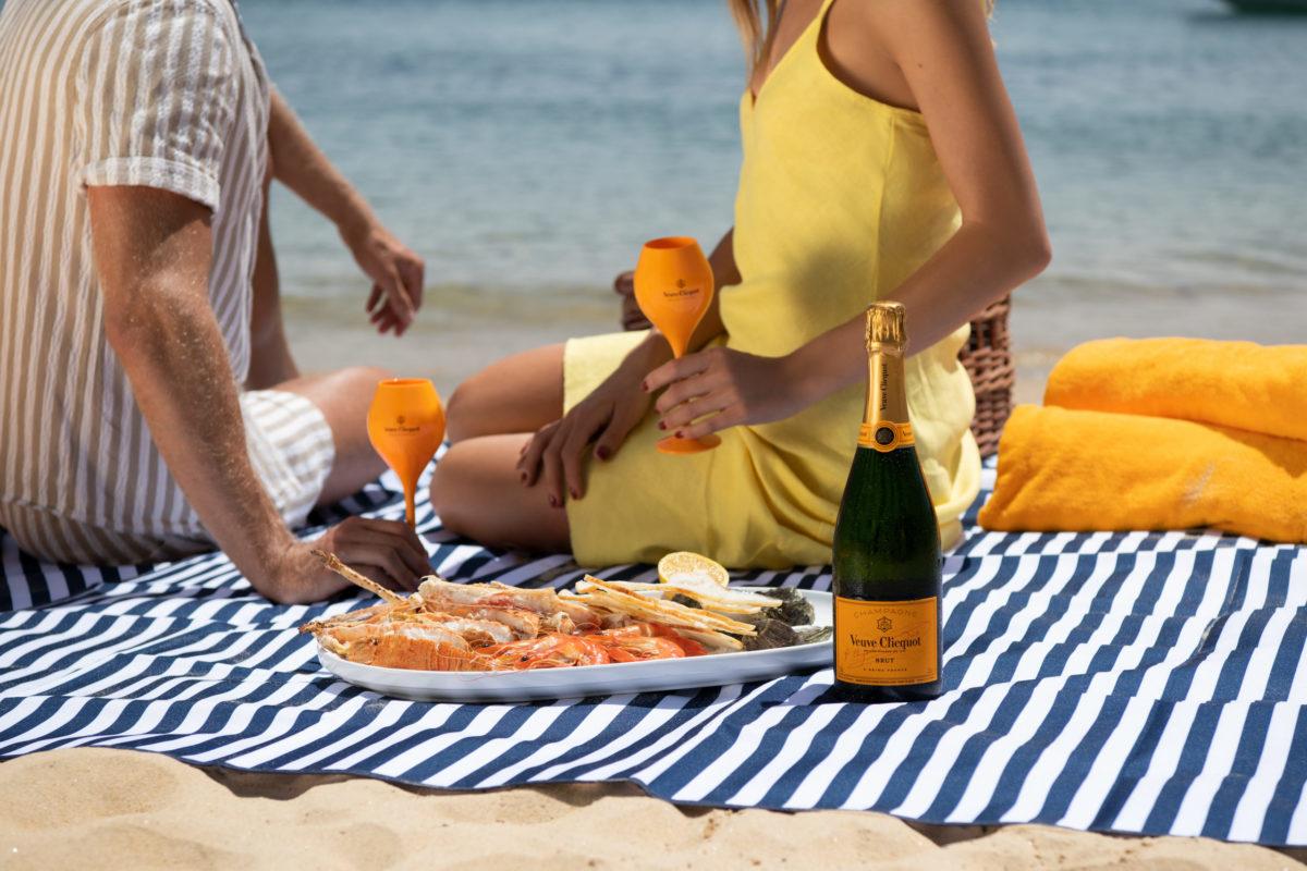 veuve clicquot picnic hamper